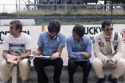 Берні Екклстоун, власник Brabham, разом з Гордоном Мюрреєм, Карлосом Ройтеманном і Карлосом Пасе