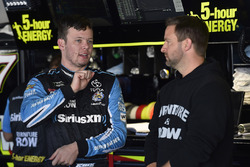 Erik Jones, Furniture Row Racing Toyota, mit Crewchief Chris Gayle