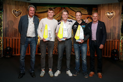Juniorwertung, 1. Luca Engstler, Liqui Moly Team Engstler, VW Golf GTI TCR, 2. Simon Reicher, Certainty Racing Team, Audi RS3 LMS, 3. Rudolf Rhyn, TOPCAR Sport, Seat Leon TCR mit Hermann Tomczyk, ADAC-Sportpräsident und Franz Engstler