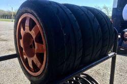 Santiago Urrutia pruebas en el Ford fiesta KD neumáticos