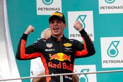 Podium: Racewinnaar Max Verstappen, Red Bull Racing viert feest