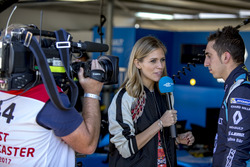 Nicky Shelds, de la Formule E, interviewe Sébastien Buemi, Renault e.Dams