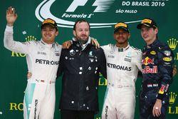 Podium : Nico Rosberg, Mercedes AMG F1, second; Lewis Hamilton, Mercedes AMG F1, race winner; Max Verstappen, Red Bull Racing, troisième