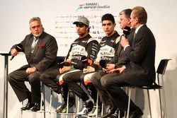 Andy Green, Sergio Perez Vijay Mallya, Esteban Ocon et Otmar Szafnauer à la présentation de la Sahara Force India
