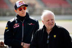 Daniil Kvyat, Toro Rosso, talks to Norbert Vettel