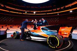 McLaren-Chef Zak Brown, Honda-Projektleiter Yusuke Hasegawa, McLaren-Rennleiter Eric Boullier und Si