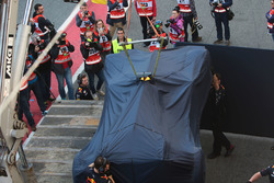 La Red Bull Racing RB13 de Daniel Ricciardo de retour aux stands