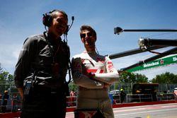 Руководитель Haas F1 Гюнтер Штайнер и гонщик команды Ромен Грожан
