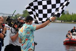 Chequered flag at the raft race