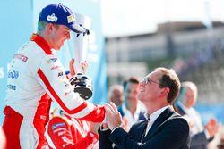 Felix Rosenqvist, Mahindra Racing, ontvangt zijn trofee