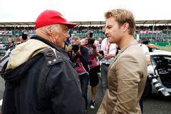 Неисполнительный директор Mercedes AMG F1 Ники Лауда и Нико Росберг