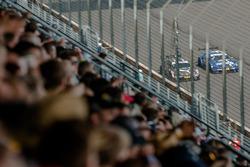 Gevecht tussen António Félix da Costa, BMW Team Schnitzer, BMW M4 DTM en Gary Paffett, Mercedes-AMG