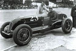 Race winner Floyd Roberts