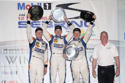 PC podio: ganadores Jon Bennett, Colin Braun, Mark Wilkins, CORE autosport