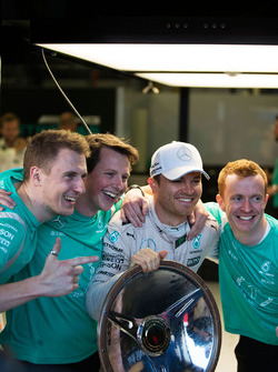 Race winner Nico Rosberg, Mercedes AMG F1 celebrates with his team