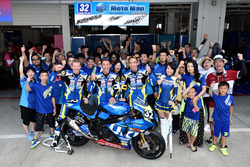 #32 Moto Map Supply Suzuki: Yoshihiro Konno, Joshua Waters, Nobuatsu Aoki con el equipo