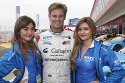 Tom Chilton, Sébastien Loeb Racing, Citroën C-Elysée WTCC met WTCC-meisjes
