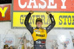 Yarış galibi Erik Jones, Joe Gibbs Racing Toyota