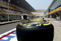 Pneumatici Pirelli sulla pitlane