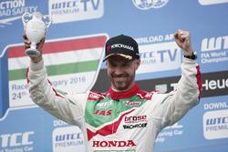 Podio: terzo posto Tiago Monteiro, Honda Racing Team JAS, Honda Civic WTCC