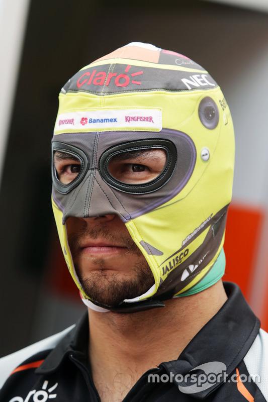 Sergio Pérez, Sahara Force India F1 con una máscara de lucha libre mexicana