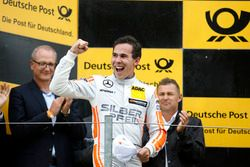 Podium: Sieger Robert Wickens, Mercedes-AMG Team HWA, Mercedes-AMG C63 DTM