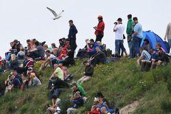 Fans in de duinen