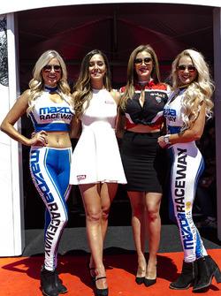 Чарівні дівчата Mazda Raceway та Motul