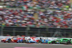 #83 AF Corse Ferrari 458 Italia: Francois Perrodo, Emmanuel Collard, Rui Aguas; #27 SMP Racing BR01