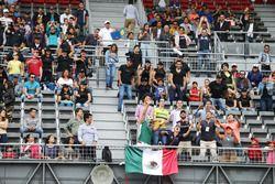 Des fans dans la tribune