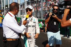 Nico Rosberg, Mercedes AMG F1 con Kai Ebel, RTL presentador de TV