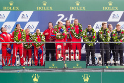 LMGT Am podium: переможці - #62 Scuderia Corsa Ferrari 458 Italia: Білл Свідлер, Джефф Сігал, Таунсе