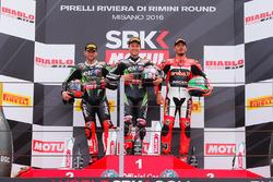 Подіум (зліва направо): друге місце Джонатан Рей, Kawasaki Racing team? переможець гонки Том Сайкс, Kawasaki Racing Team, третє місце Давіде Джуліано, Aruba.it Racing - Ducati