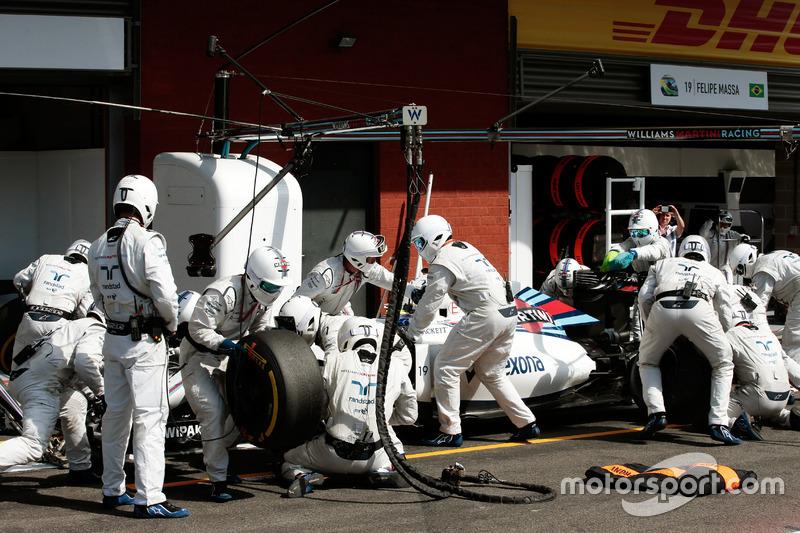 Felipe Massa, Williams FW38 makes a pit stop