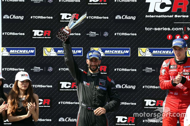 Podio: il vincitore James Nash, Team Craft-Bamboo, SEAT León TCR, secondo Mikhail Grachev, West Coast Racing, Honda Civic TCR