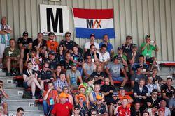 Des fans avec un drapeau de Max Verstappen, Red Bull Racing