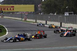Felipe Nasr, Sauber C35, Daniel Ricciardo, Red Bull Racing RB12
