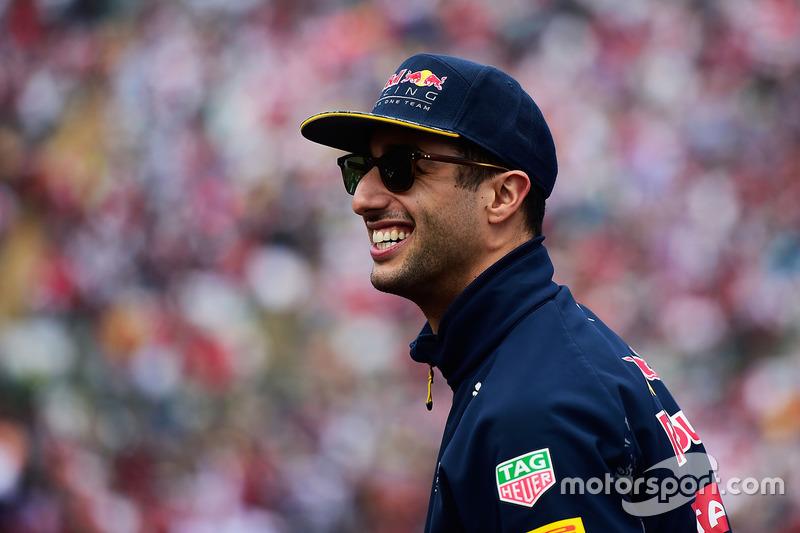 Daniel Ricciardo, por si acaso, echó más leña al fuego y dijo que Vettel tenía que ser sancionado