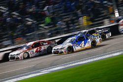 Kevin Harvick, Stewart-Haas Racing Chevrolet, Kyle Larson, Chip Ganassi Racing Chevrolet