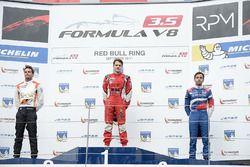 Podium: race winner Aurelien Panis, Arden Motorsport, second place Tom Dillmann, AVF, third place Ma
