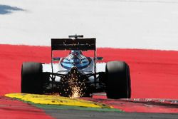 Felipe Massa, Williams FW38 envoie des étincelles