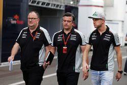 Tom McCullough, Ingénieur en Chef Sahara Force India F1 Team avec Andy Stevenson, Team Manager Sahara Force India F1 Team et Nico Hülkenberg, Sahara Force India F1