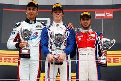 Podio: ganador de la carrera Ralph Boschung, Koiranen GP, segundo lugar Alexander Albon, ART Grand P