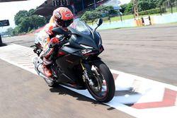 Marc Márquez prueba la nueva Honda CBR250RR