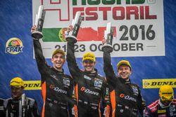 Podio: ganadores de la carrera #38 G-Drive Racing Gibson 015S-Nissan: Simon Dolan, Giedo van der Gar