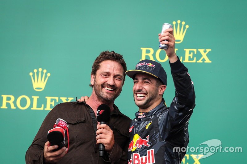 """Sé que no bebes alcohol, pero tengo Red Bull"", avisó Daniel Ricciardo"