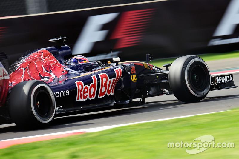 2016 год. За рулем болида Toro Rosso STR11 на второй пятничной тренировке