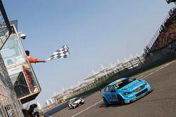 Yarış galibi Thed Björk, Polestar Cyan Racing, Volvo S60 Polestar TC1