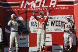 Podio TCR Gara 2: il secondo classificato Roberto Colciago, AGS, il vincitore Alberto Viberti, BRC r