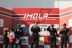 Podio Gara 1 Cayman: al secondo posto Mercatali-Ceccotto, Dinamic Motorsport, il vincitore Riccardo